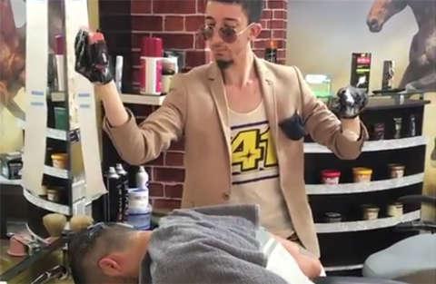 """Il barbiere """"violento"""" più amato in Turchia"""