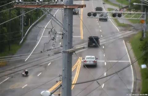 Un passaggio a livello che è una vera trappola per tutti i ciclisti