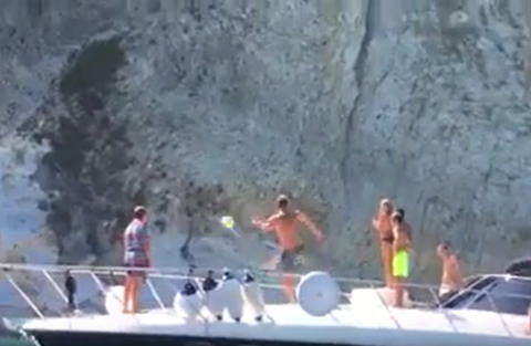 Totti lancio in barca a Ponza