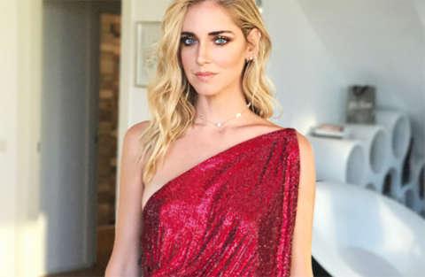 Chiara Ferragni tradita dal vestito davanti alle telecamere