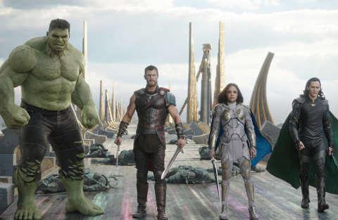 Marvel Studios' THOR: RAGNAROK..L to R: Hulk (Mark Ruffalo), Thor (Chris Hemsworth), Valkyrie (Tessa Thompson) and Loki (Tom Hiddleston)..Ph: Film Frame..©Marvel Studios 2017