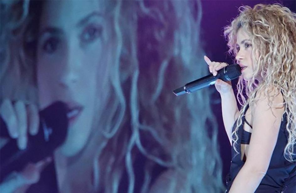Shakira posticipa l'