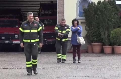 30 anni nei vigili del fuoco, il saluto dei colleghi