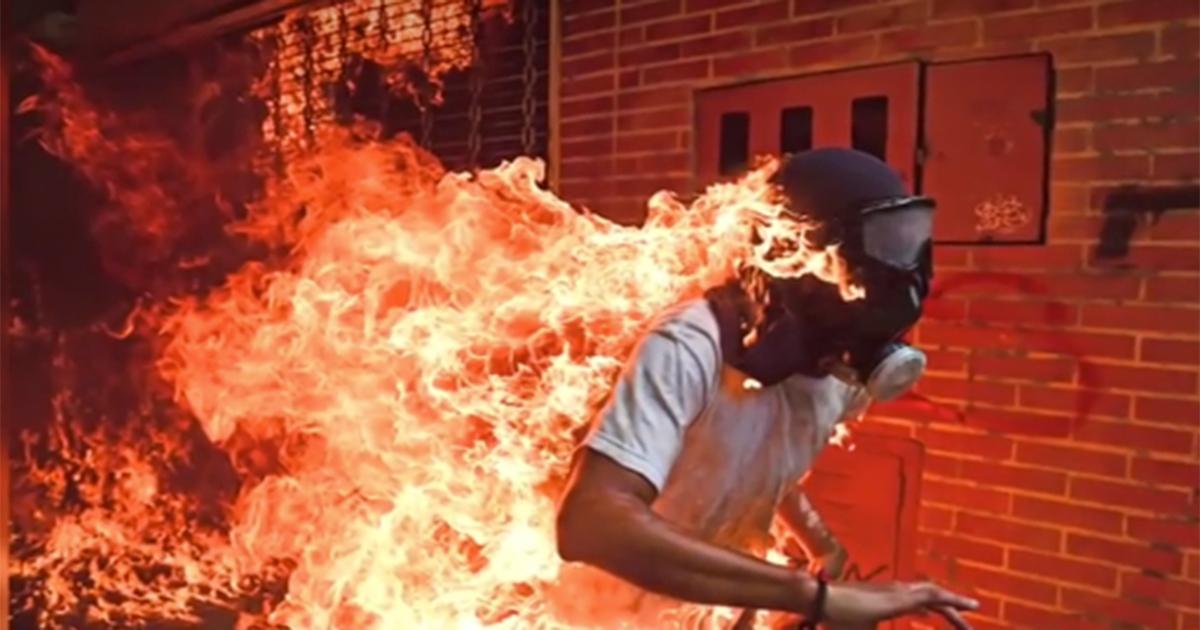 'Burning Man', la foto dell'anno che ha vinto il 'World Press Photo'