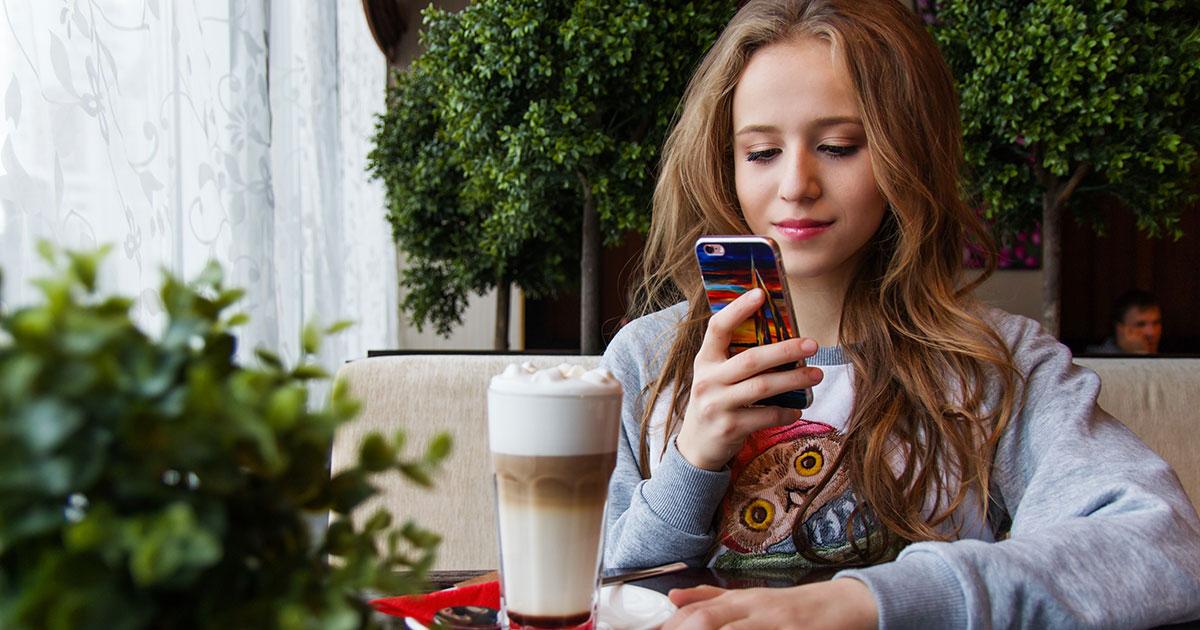 Attaccati allo smartphone: ecco a cosa porta la dipendenza