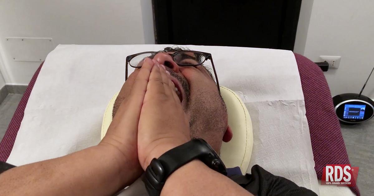 La penitenza di Sergio Friscia: stavolta gli tocca la ceretta