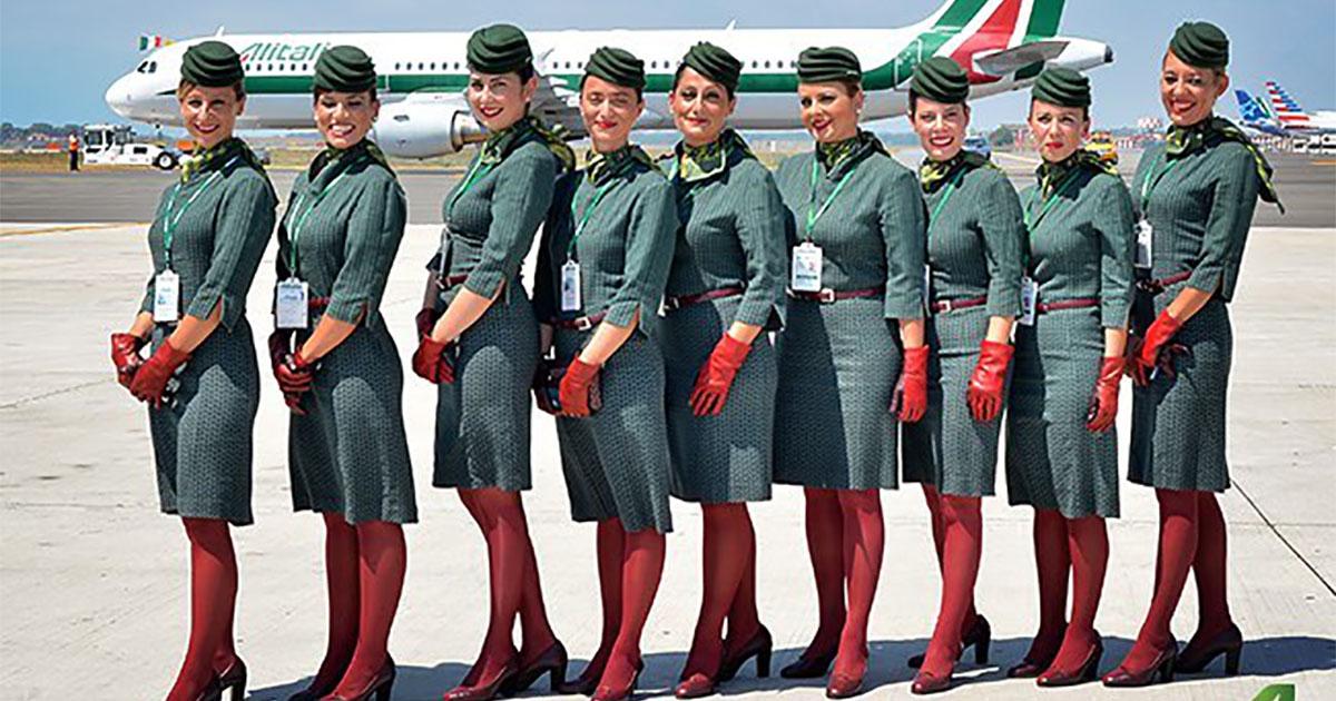 Alitalia, addio alle celebri divise: si torna al blu