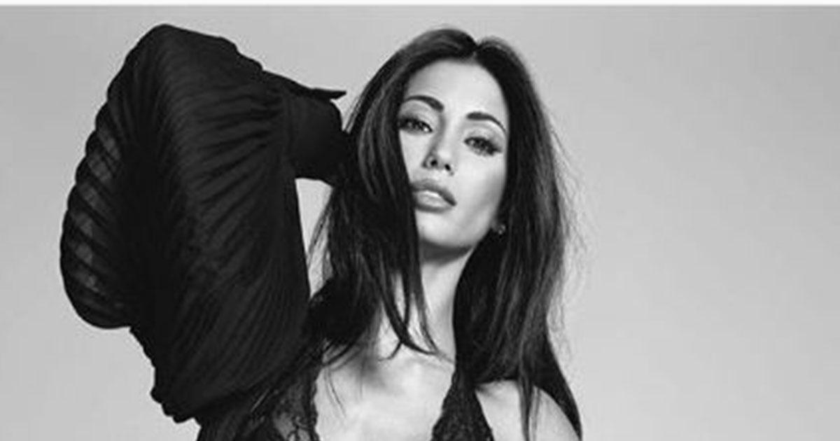 Federica Nargi: pose sexy per il nuovo completo intimo