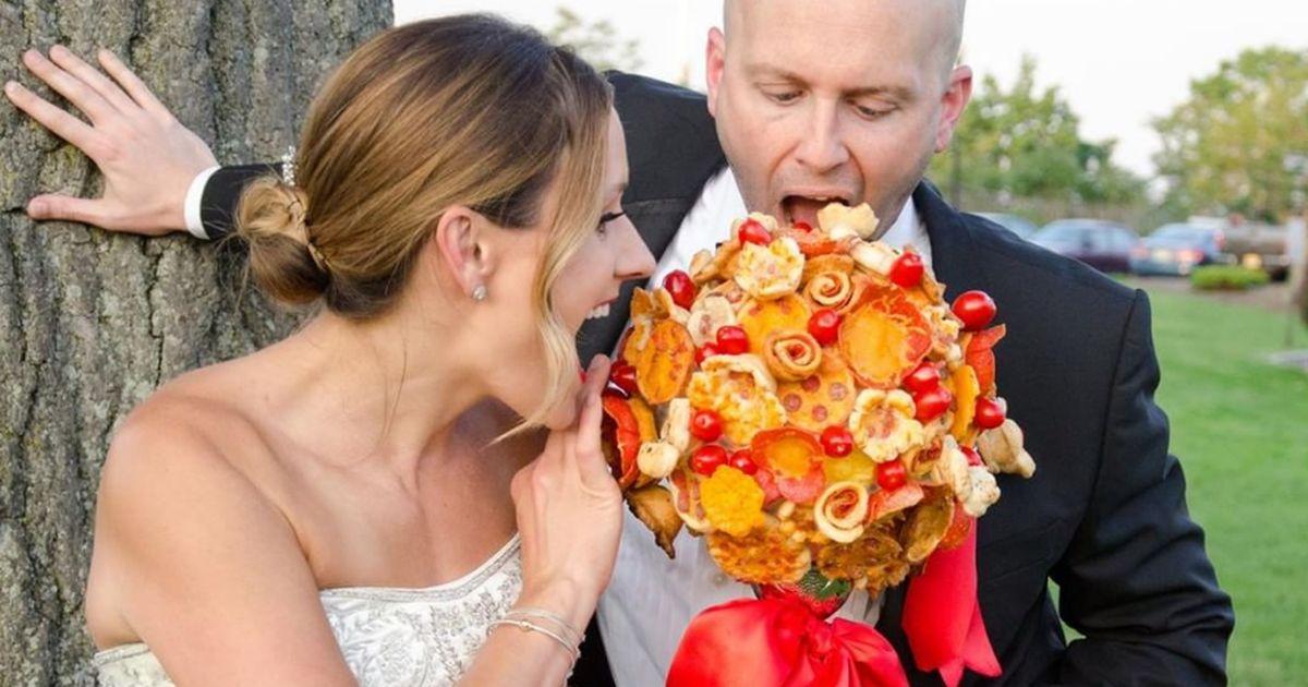 Addio tradizionale bouquet: arriva quello fatto di pizza