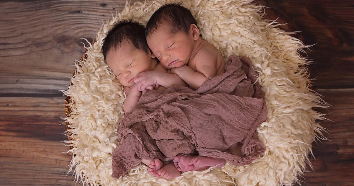 L'esperimento da brividi: separano tre gemelli appena nati e oggi la verità