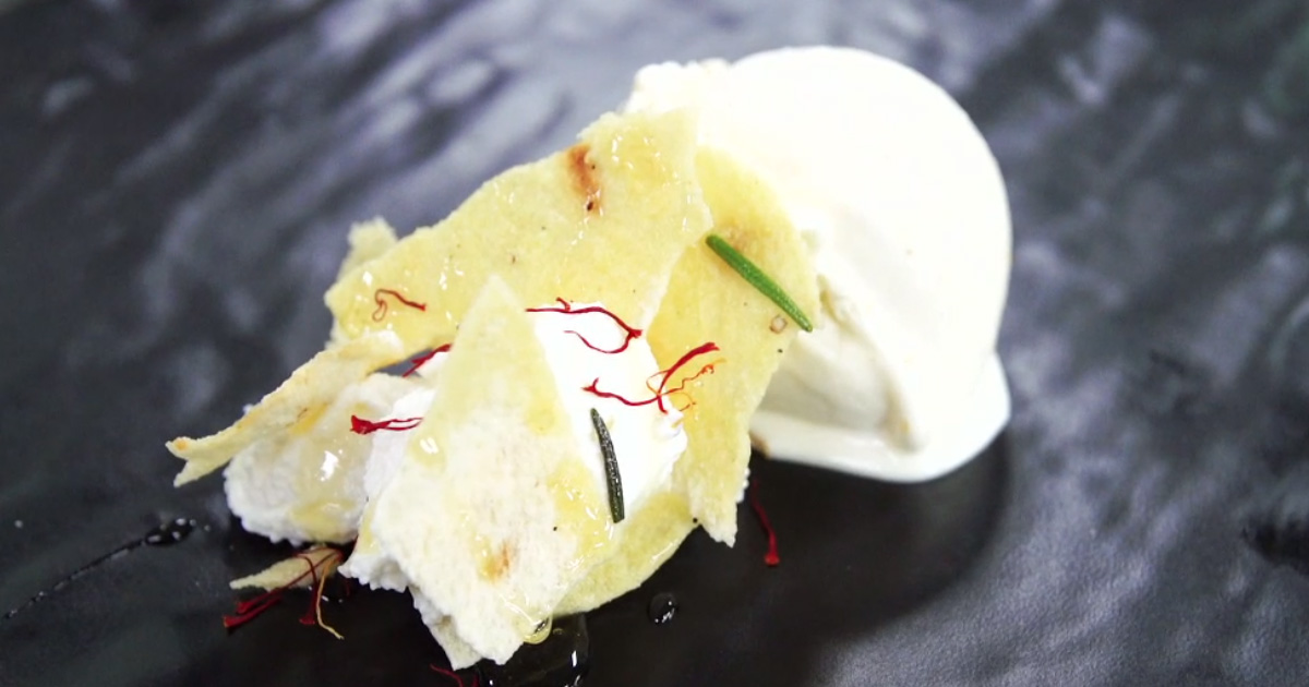 Gelato all'aranzada con millefoglie di pane carasau, ricotta e zafferano - Alessandro Borghese Kitchen Sound Ice Cream