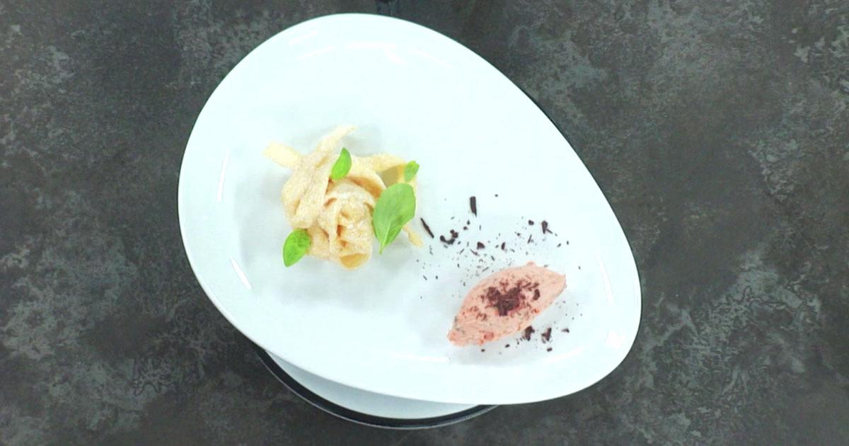 Sorbetto basilico, datterino e scaglie di cioccolato con pasta fritta - Alessandro Borghese Kitchen Sound Ice Cream