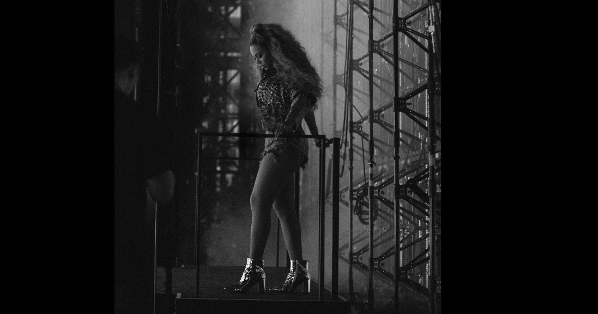 Beyoncé: il palco si rompe durante il concerto e lei se la cava così