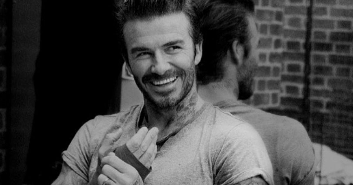David Beckham immortalato sul pavone gonfiabile