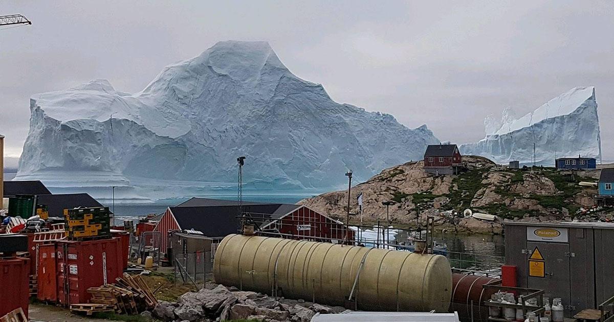 L'iceberg è gigantesco: evacuato un villaggio in Groenlandia