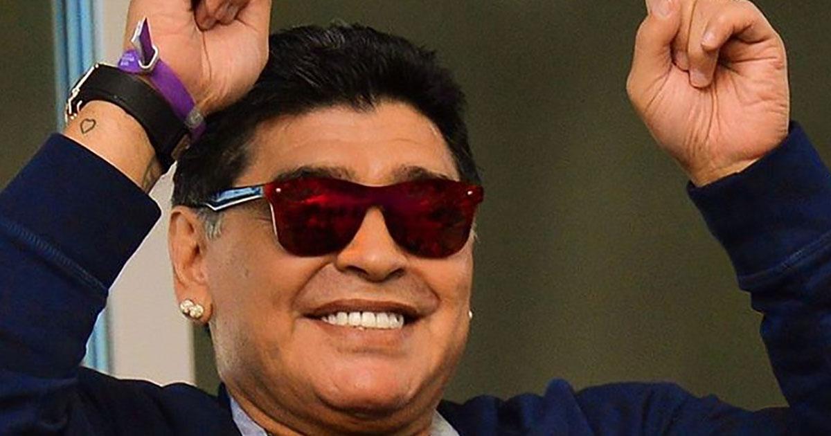 Maradona intervistato mentre è al volante: ma è ubriaco e il video diventa virale