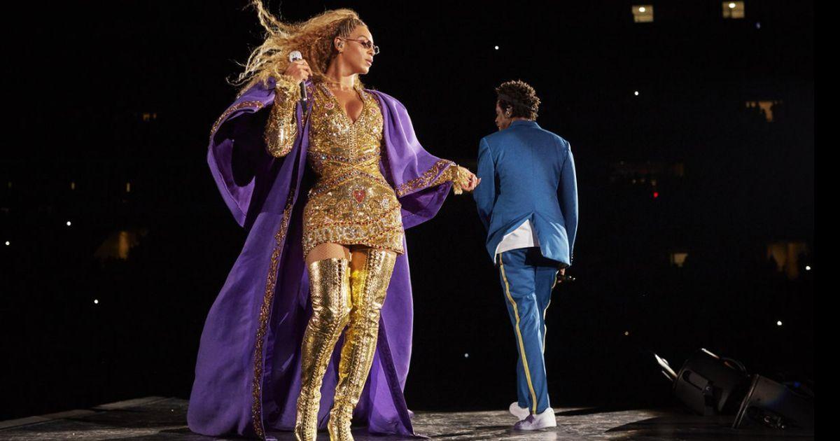 Beyoncé e Jay Z paura in concerto: fan impazzito invade il palco