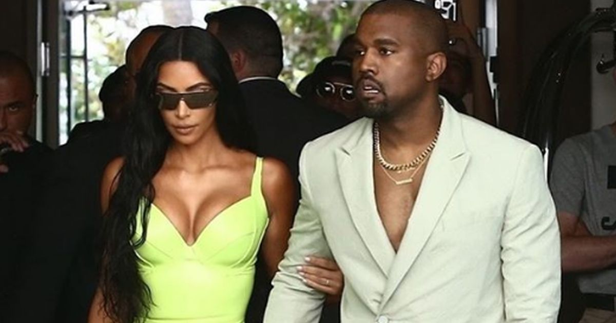 In ciabatte al matrimonio: Kanye West lancia la nuova moda