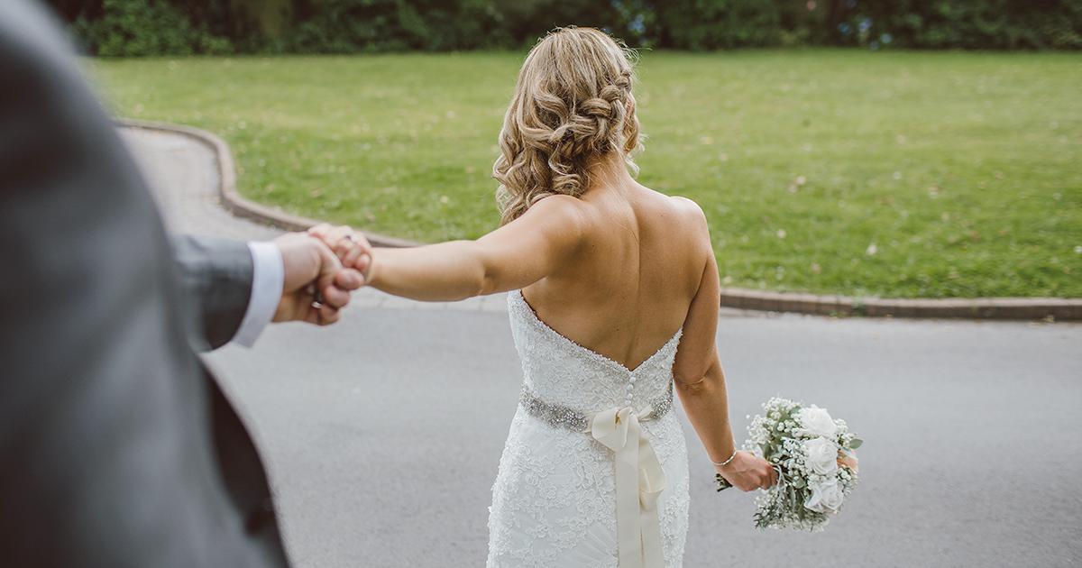 Sposo ruba le buste del matrimonio e scappa: ecco come va a finire