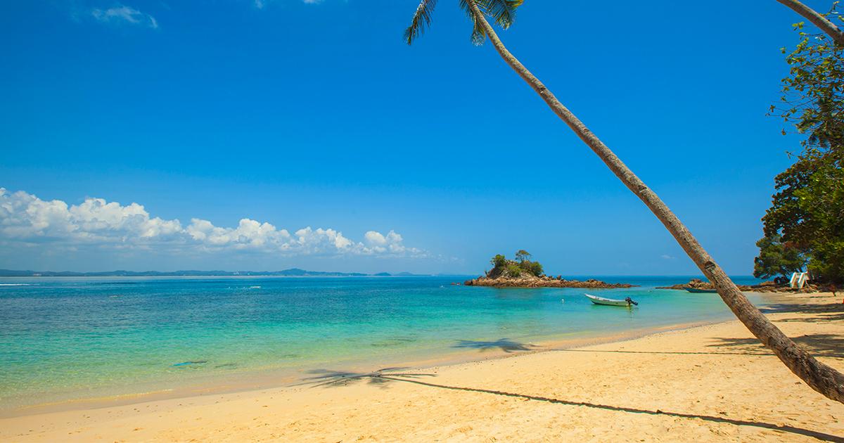 Il resort delle Maldive dove dormire sopra l'oceano