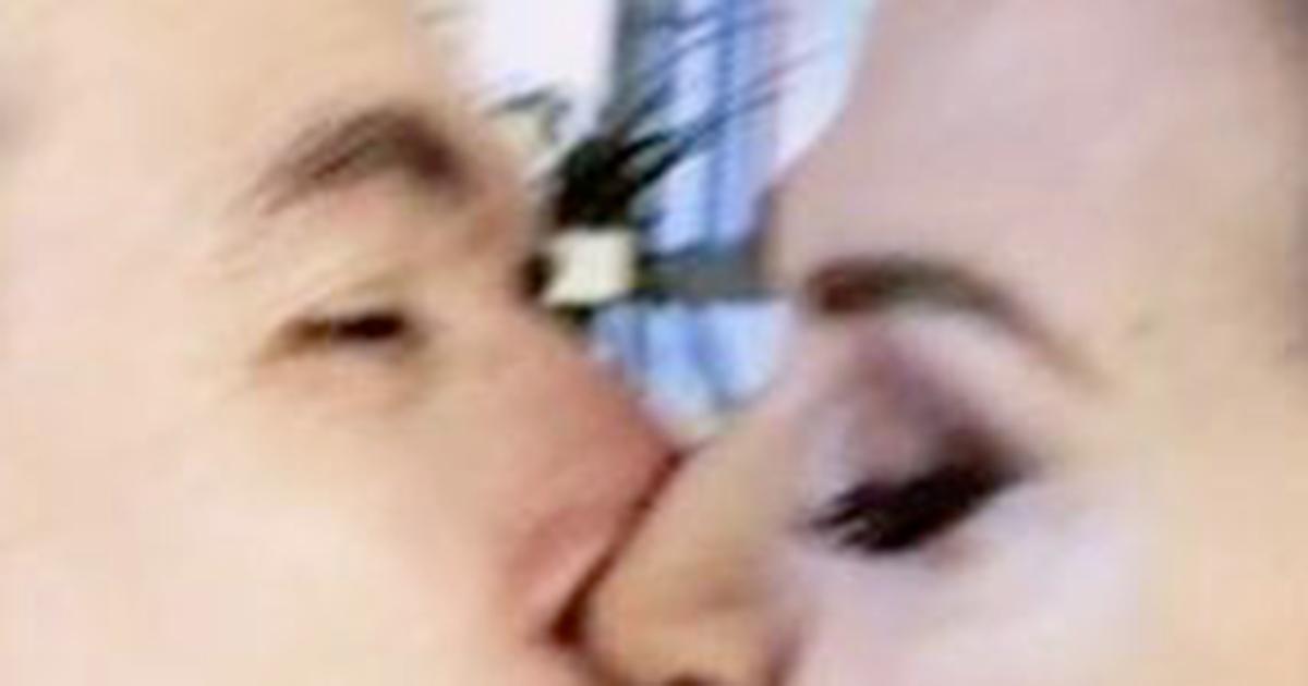Lamberto Sposini: il bacio sulla bocca a Barbara D'Urso diventa virale