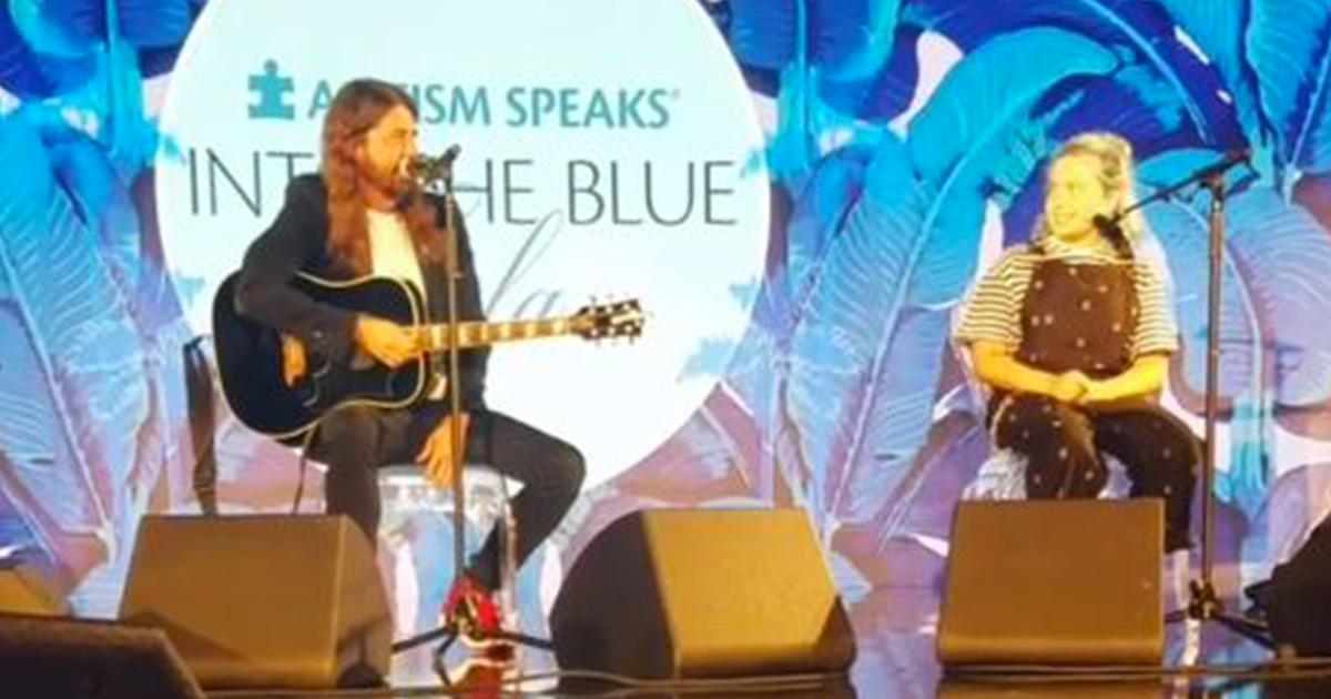 Dave Grohl e figlia cantano Adele in un duetto da applausi