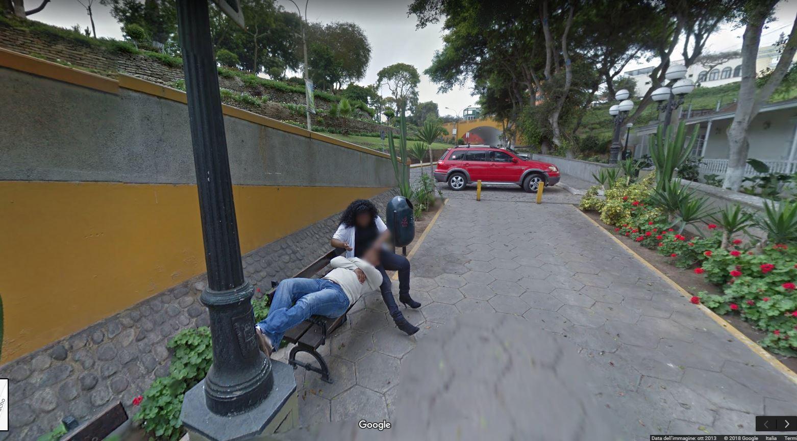 Che guaio: il marito scopre la moglie con l'amante su Google Maps!