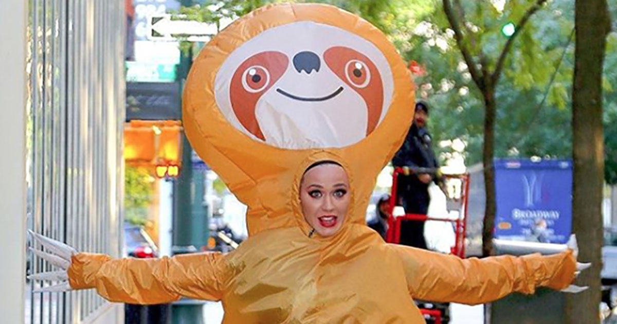 Katy Perry vestita da Bradipo corre per le strade di New York