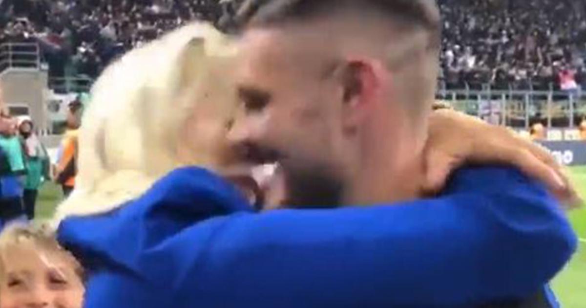 Dopo il gol della vittoria nel derby Icardi corre dalla sua Wanda per un bacio infinito