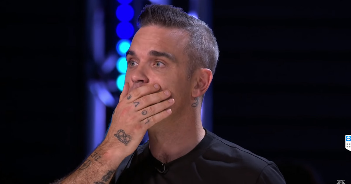 Concorrente di X Factor UK cade dal palco