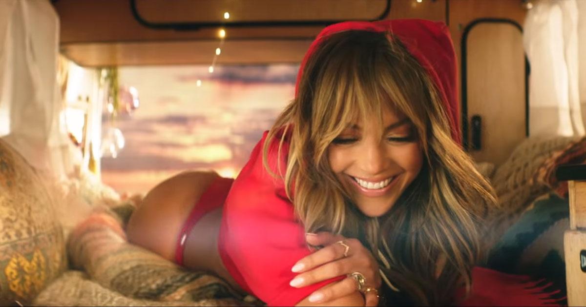 Una Jennifer Lopez mozzafiato nel video di Te Guste