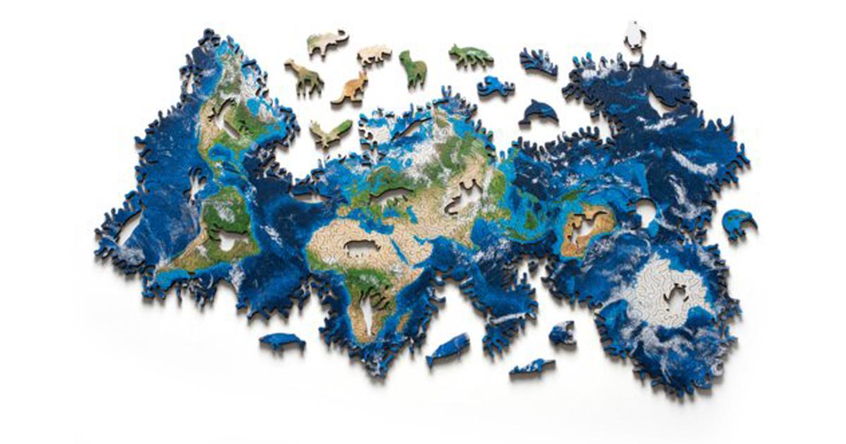 Il bellissimo puzzle della Terra con i pezzi a forma di animale
