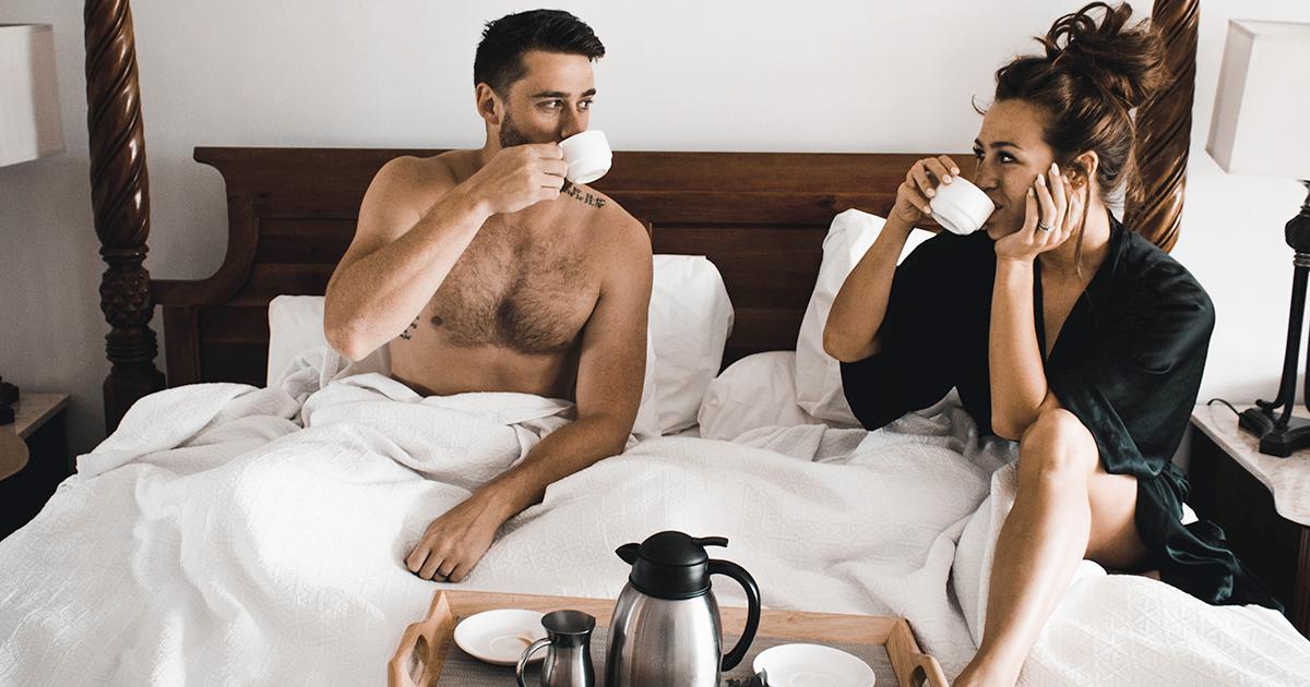 Fare le pulizie domestiche insieme migliora l'attività sessuale della coppia