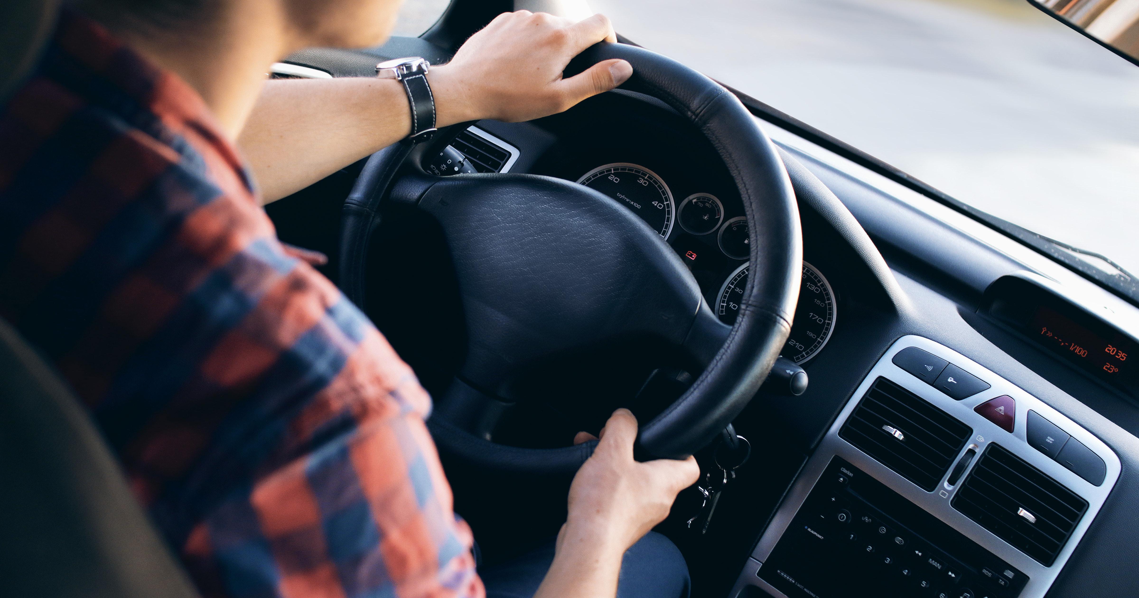 Ascoltare i Green Day mentre si guida è pericoloso, lo dice questo studio
