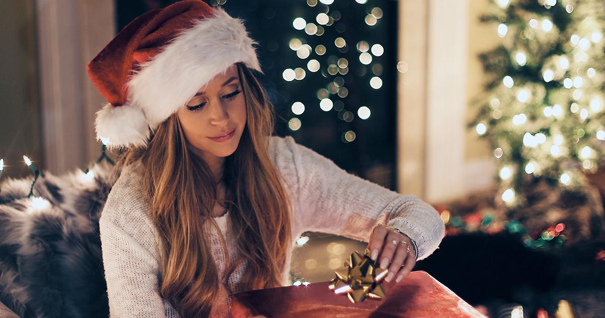 Comprare i regali di Natale in anticipo rende felici: lo dice la ricerca