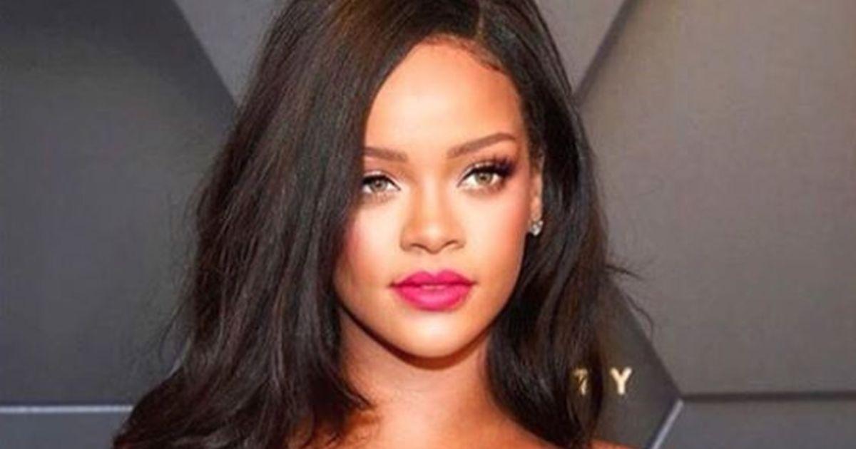 Rihanna in versione sexy per natale