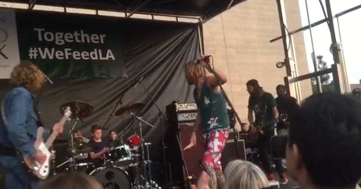 Il figlio undicenne del batterista dei Foo Fighters suona in concerto insieme al padre