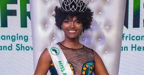 Piccolo incidente per Miss Africa: i capelli vanno a fuoco durante l'incoronazione