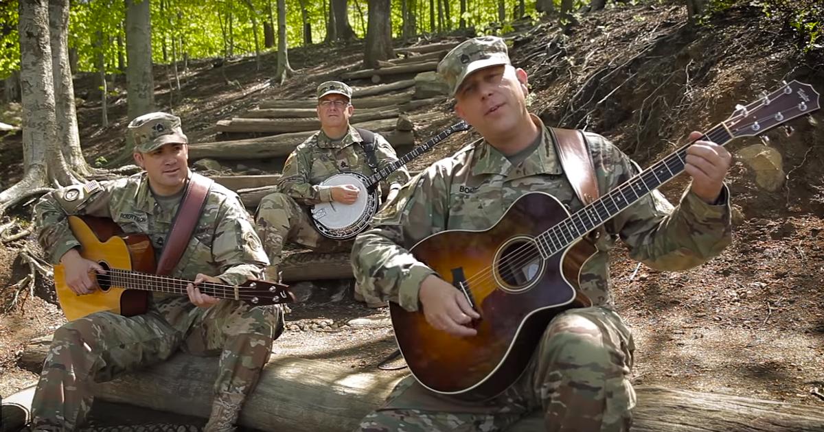 Un gruppo di soldati suona Wish You Were Here dei Pink Floyd, un video formidabile