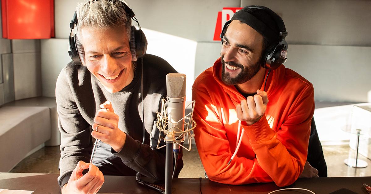 Marco Mengoni canta 'Voglio' a RDS con Giovanni Vernia e Petra Loreggian