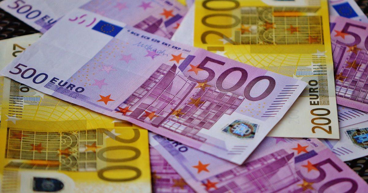Addio alle banconote da 500 euro, arrivano nuovi look per quelle da 100 e 200