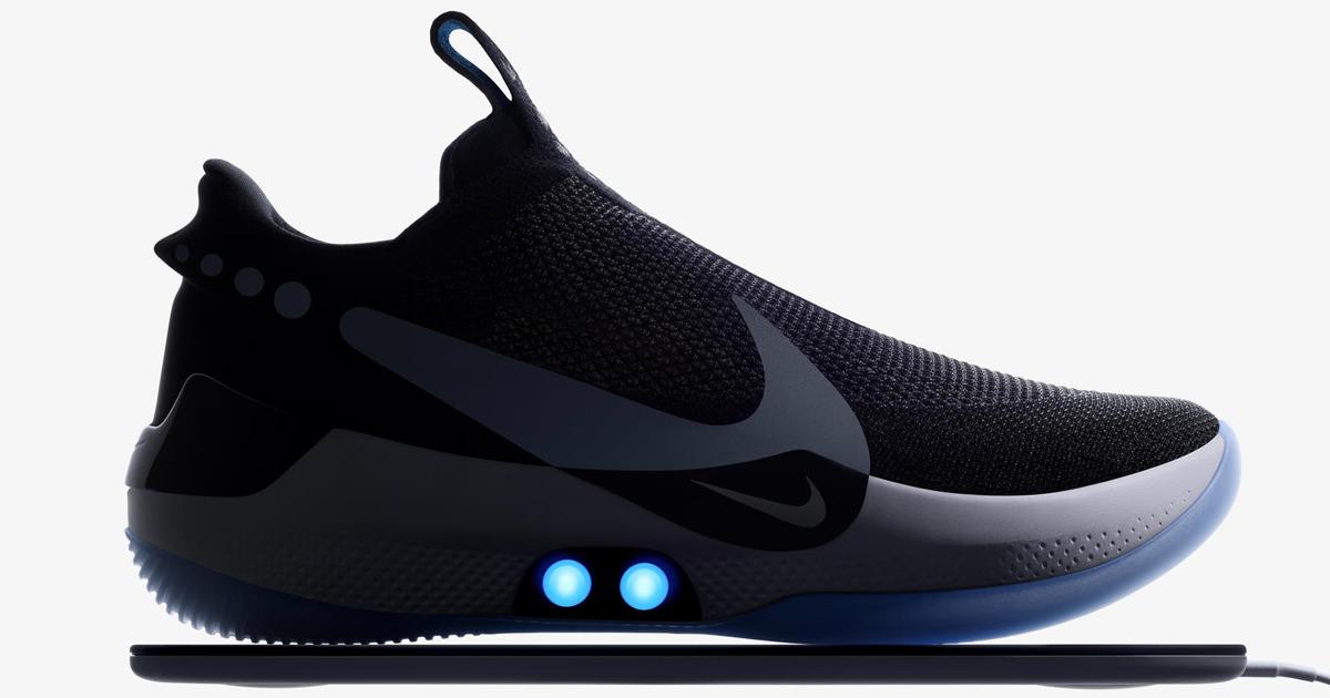 La Nike ha presentato una scarpa che si allaccia da sola