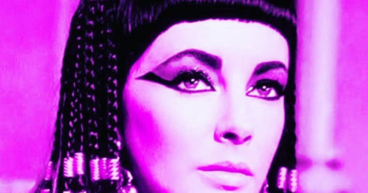 Kim Kardashian cambia look: sembra Cleopatra