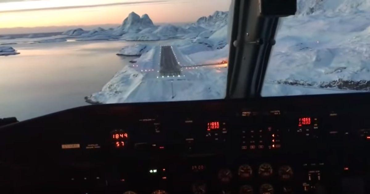 Atterraggio mozzafiato dell'aereo tra i ghiacci