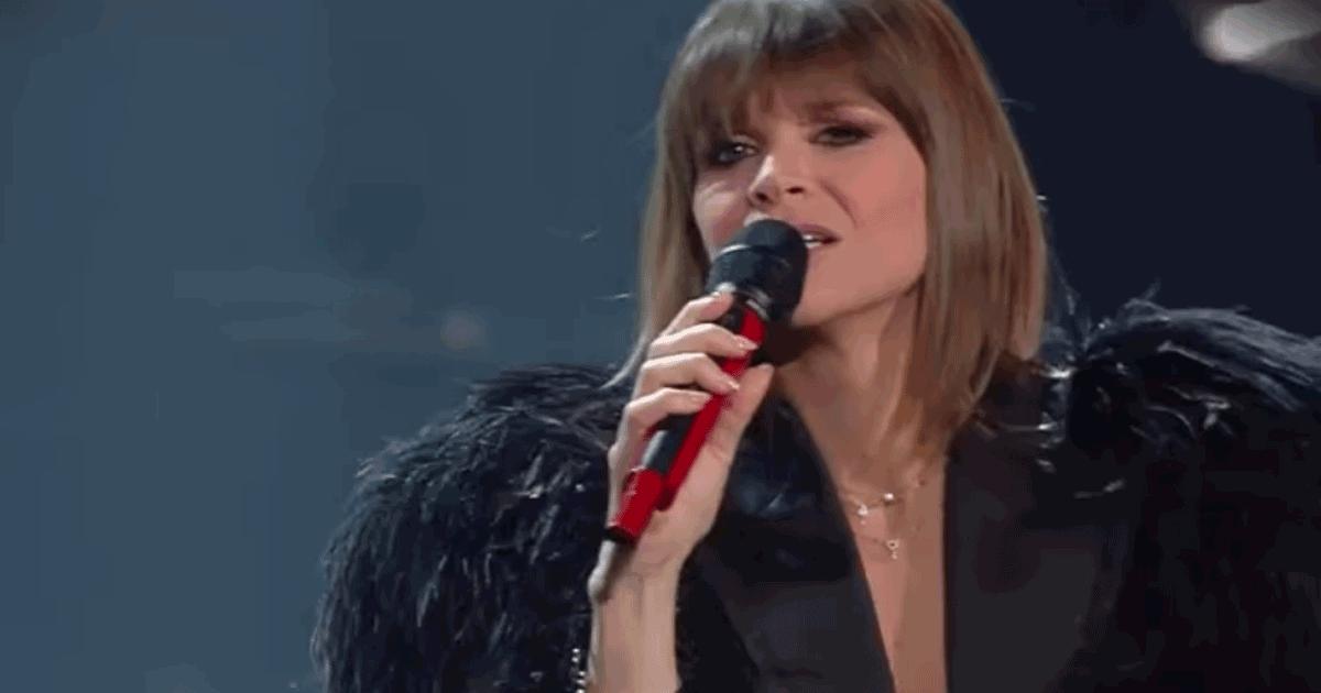 """Sanremo 2019: Alessandra Amoroso e l'emozionante tributo a Pino Donaggio con """"Io che non vivo"""""""