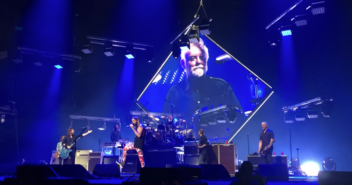 Roger Taylor dei Queen ha suonato Under Pressure con i Foo Fighters