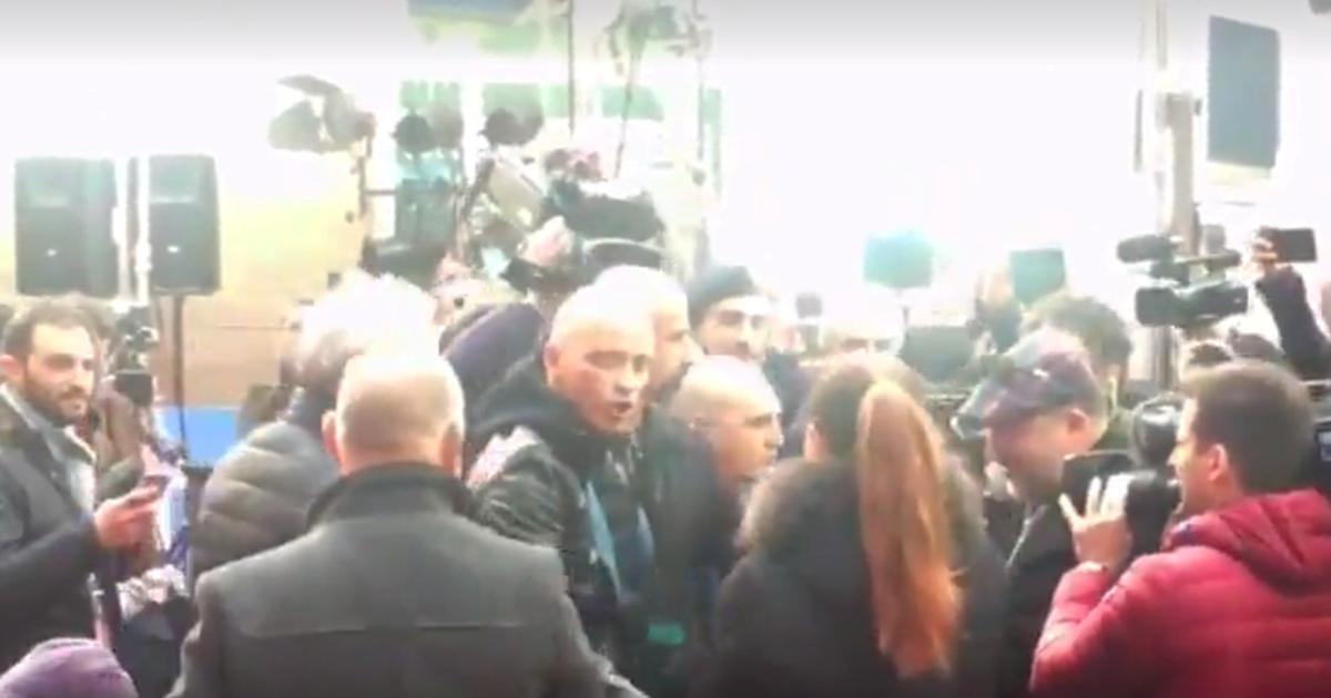 Sanremo: prima della finale bagno di folla per Eros Ramazzotti