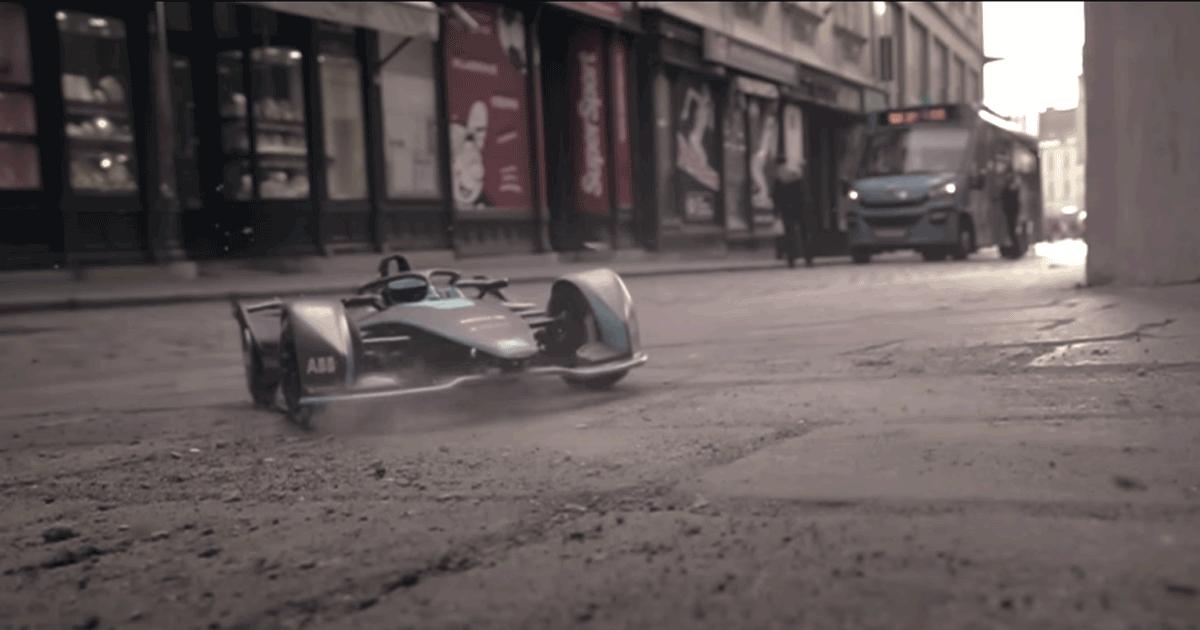 La folle corsa delle macchinine: lo spot della Formula E è fantastico