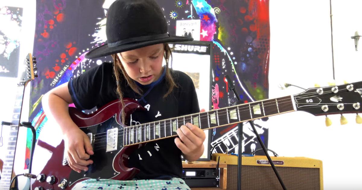 Guns n' Roses: un bambino di 9 anni stupisce tutti suonando 'Sweet child o' mine'