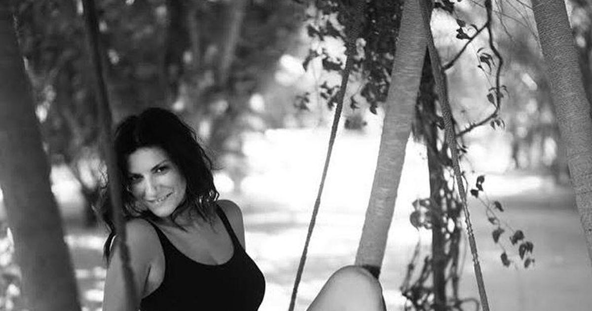 Laura Pausini raggiante in costume: 'Innamorata del mio fotografo'